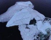 Grabación del derrumbe de un iceberg desde un dron