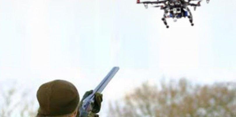 Un hombre es multado con 850$ por disparar (y derribar) un dron