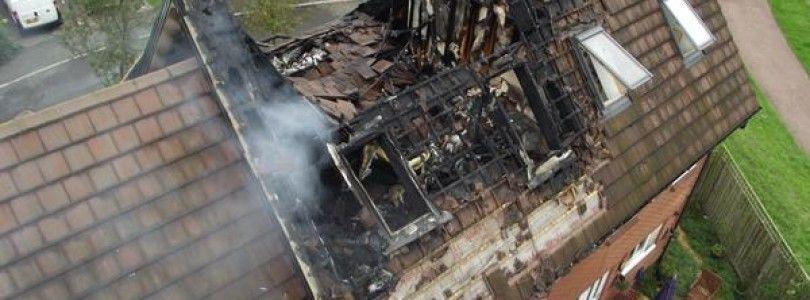 Una mujer, un niño y un bebe acaban en el hospital por un incendio provocado por la carga de una batería
